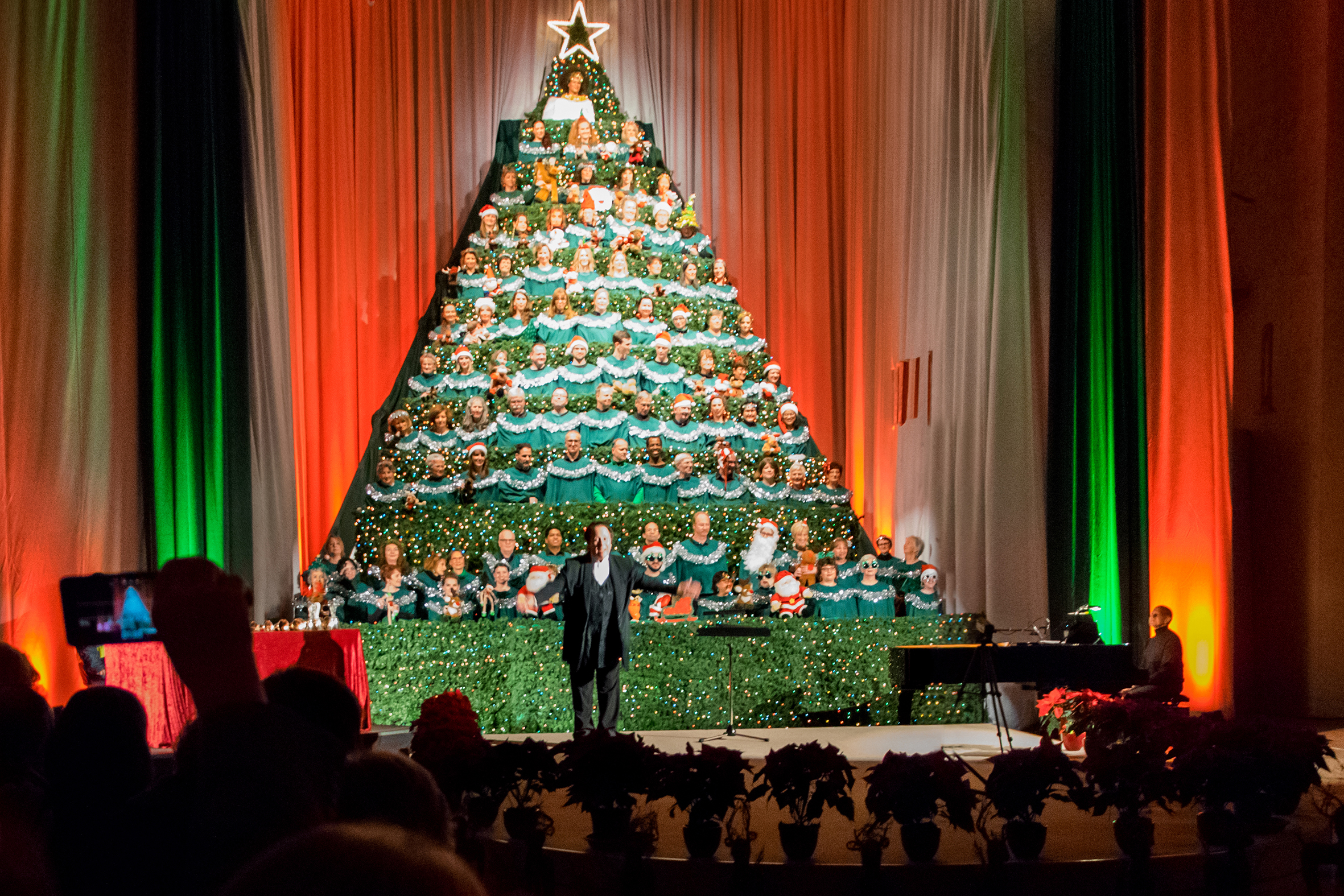 Singing Christmas Tree.The Singing Christmas Tree German American Community Choir